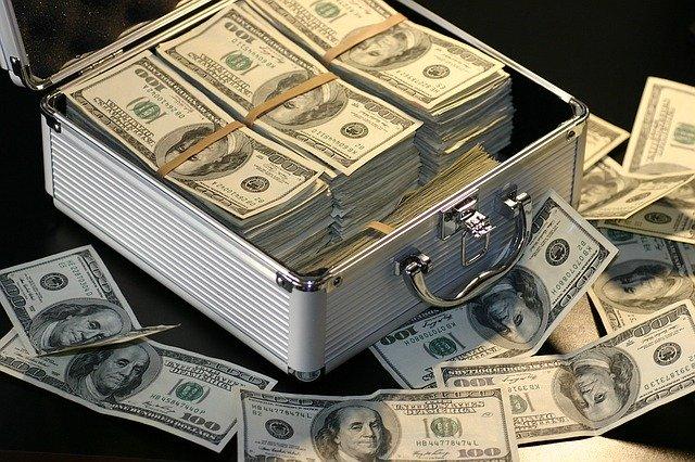 短期的には元金割れの可能性あり、余剰資金で行う